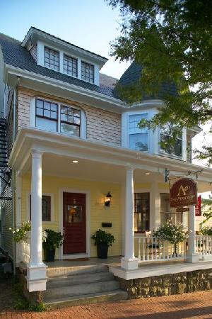 Almondy Inn: Historic downtown location