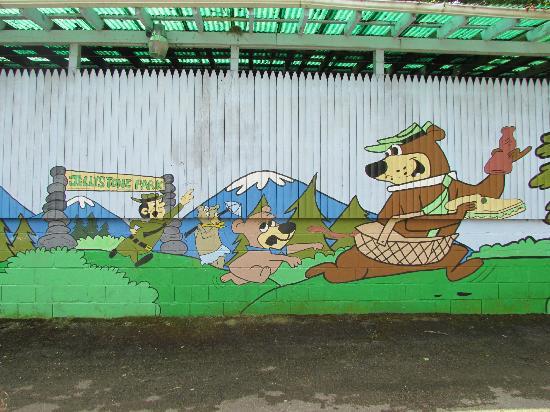 Yogi Bear's Jellystone Park: painting on a wall