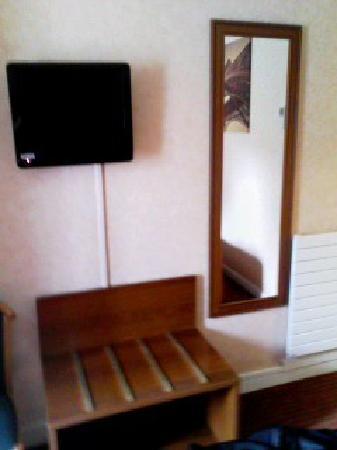 Hotel Terminus Lyon: テレビ周辺