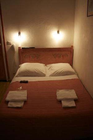 Hotel Le Commerce: Room 4 Bed