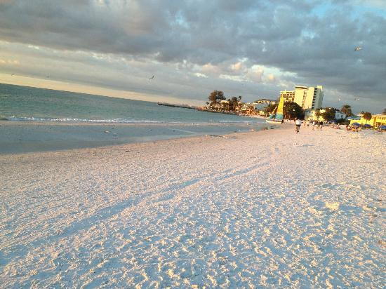 The Sea Spray Resort: Siesta Key Beach, right around the corner from the resort
