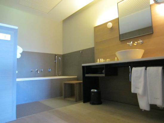 Alma Pamplona Muga de Beloso : Bathroom