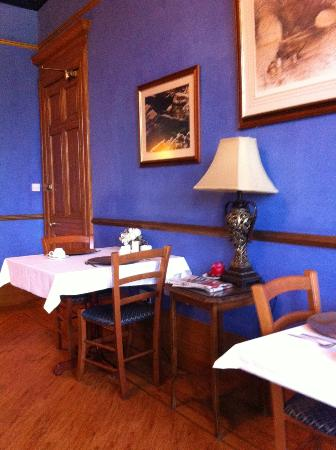 Alamo Guest House: Beautiful and peaceful dining room