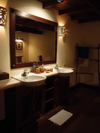 Naya Gawana Resort & Spa: Bath