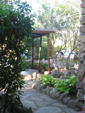 Hotel La Jacia: walk ways to your room