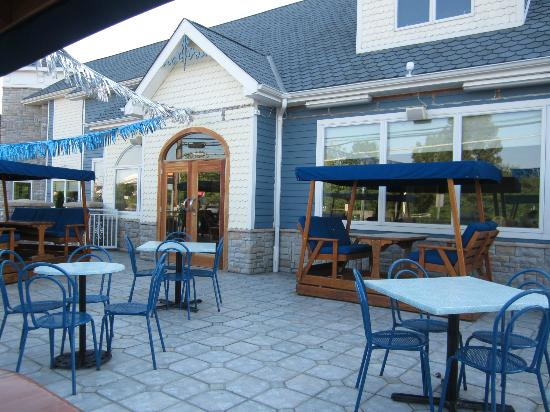Blue Plate Diner: view of the patio