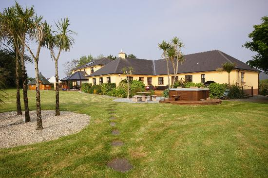 Corthna Lodge Country House: View of rear from garden