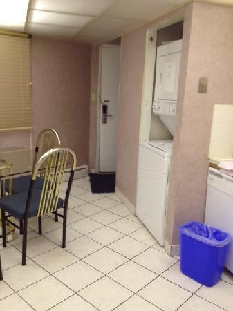 "Econo Lodge Motel Village: Kitchen - w/d looked good but sign said ""Doesn't work"""