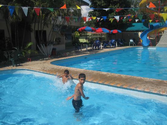 Hotel Hong Kong: disfrutando las piscina