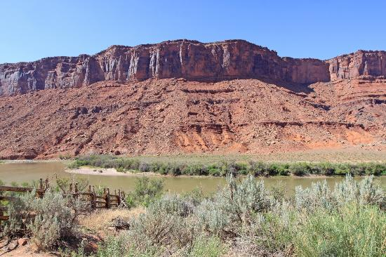 Colorado Riverway Recreation Area: stunning view from Red Cliffs Lodge