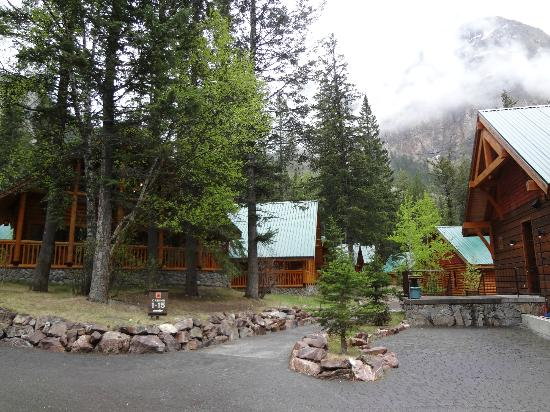 Cathedral Mountain Lodge: Spacing of the Cabins
