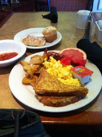 Hilton Garden Inn Scottsdale Old Town: A few of the choices from the breakfast buffet.