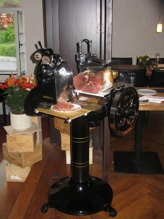 Osteria Bonomi in der Villa Behr: die berühmte Aufschnittmaschine