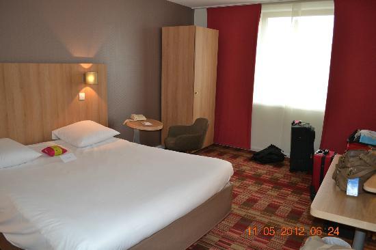 Hôtel Mercure Arras Centre Gare : Bedroom