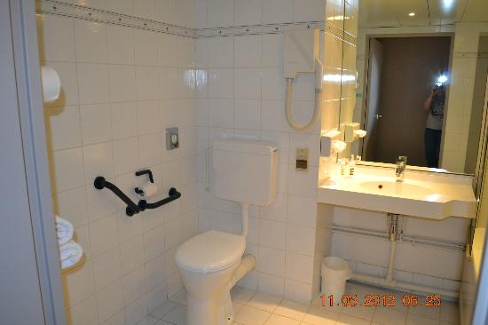 Hôtel Mercure Arras Centre Gare: Large Bathroom