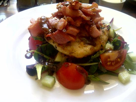 Mildmay Arms: Delicious chicken and bacon salad