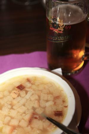 Zlata Ulicka: Garlic broth