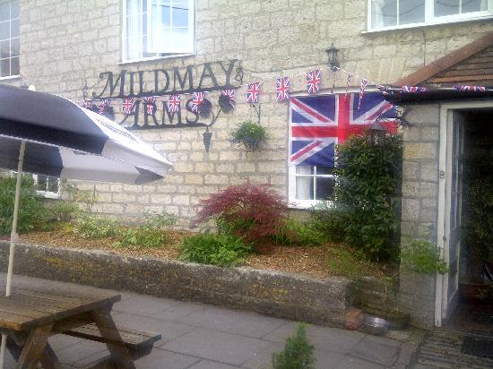 Mildmay Arms: Exterior with Jubilee bunting