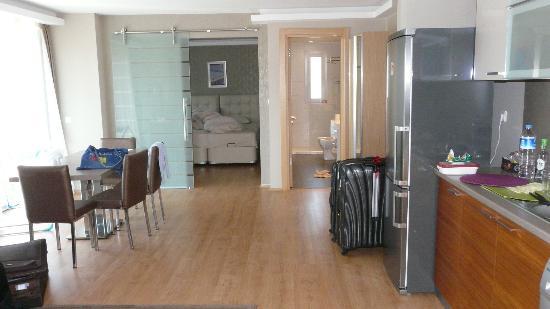 One Istanbul Hotel Suadiye: Sleeping room and bathroom