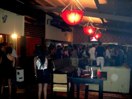 Kamikaze Cocktail Sushi Lounge: Weekend at Kamikaze