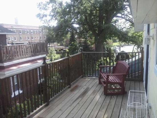 Cozy Koi Bed and Breakfast: Rooftop deck at Oriental room