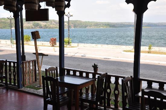 La Danta Cafe y Restaurante: Vista al Lago