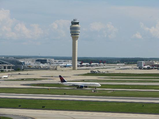 Renaissance Concourse Atlanta Airport Hotel: view of air traffic control tower from our balcony