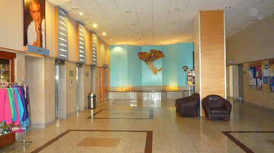 Hotel Olympik Tristar: hotel ground end elevators