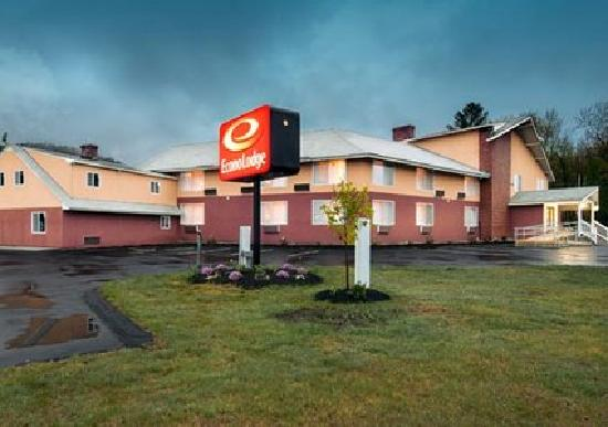 Econo Lodge: getlstd_property_photo
