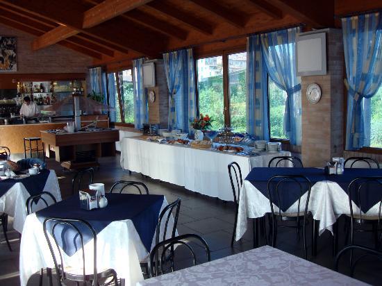 Hotel Il Giardino di SIENA: colazione con vista mura