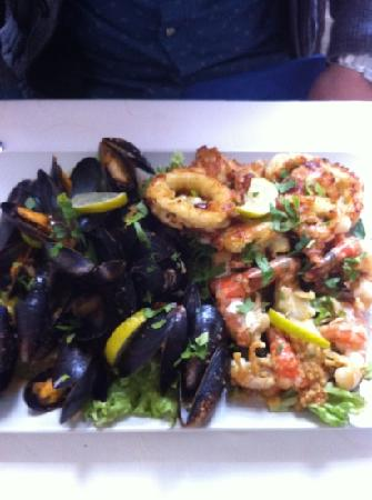 Daphne Restaurant: mixed seafood platter