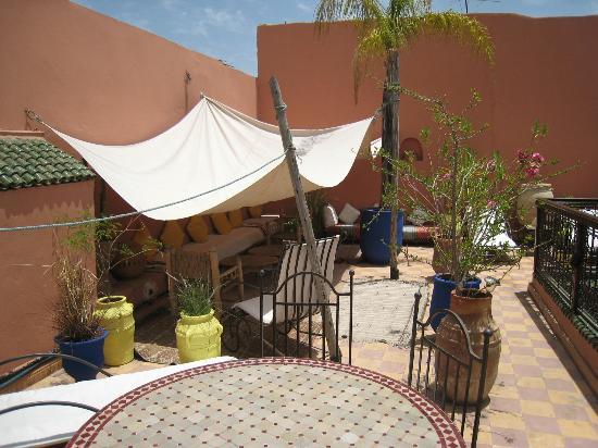 Riad Soleil: shady seating