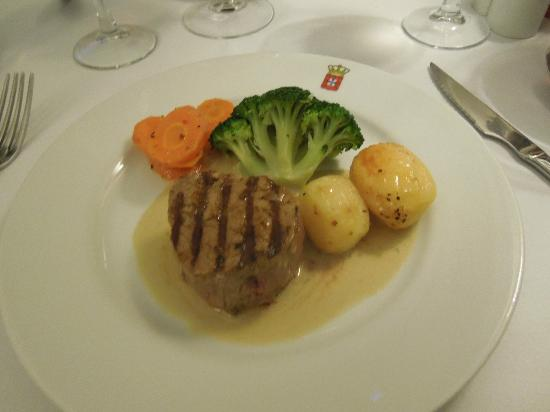 Restaurante Dom Carlos : Beef with potatoes and veggies