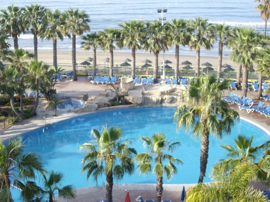 Marbella Playa Hotel: piscine et plage