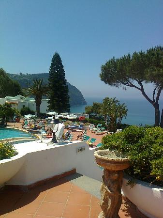Parco Hotel Terme Villa Teresa: Vista dalla zona piscina solarium