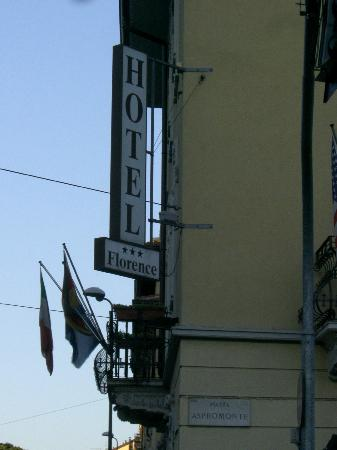 Hotel Florence: View of Hotel from Street
