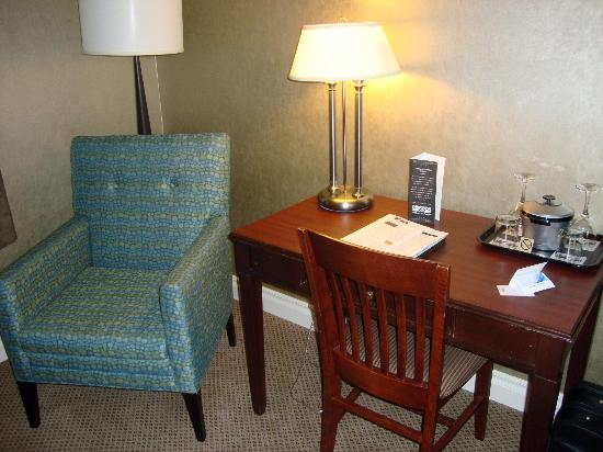 The Hotel on Pownal: sitting area/desk