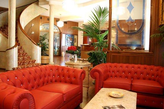 Hotel Continentale: Hotel Lobby