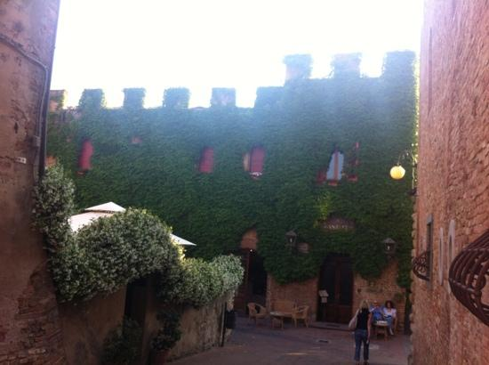 Albergo Il Castello: hotel exterior