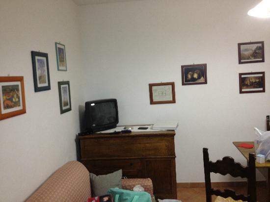 Casa Guaitoli: L'angolo Tv della spaziosa cucina