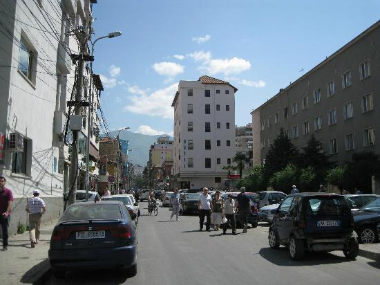 Capital Tirana Hotel: Rr. Quemal Stafa, coming from central quare with view on hotel