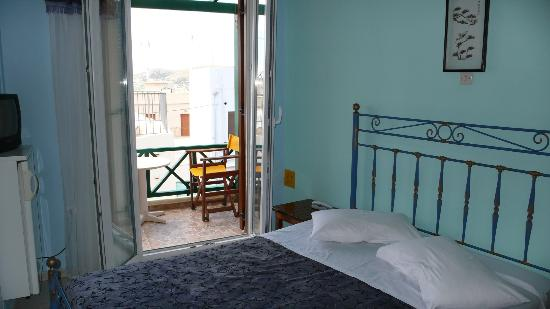 Pefkakia Park: Room with balcony