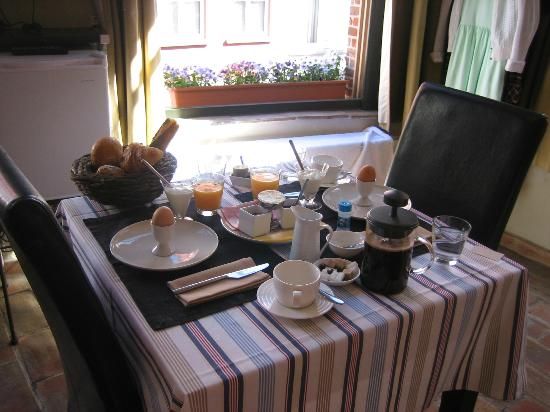 Calis Bed & Breakfast: Breakfast in our room - wonderful!