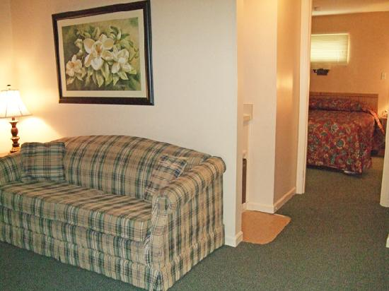 The Shaker Inn: Small Suite