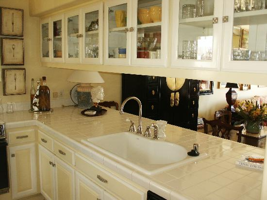 Hamilton Cove Villas: Kitchen in a 2 bedroom unit