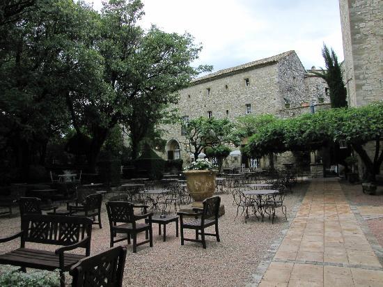 Château d'Arpaillargues : Restaurant extérieur