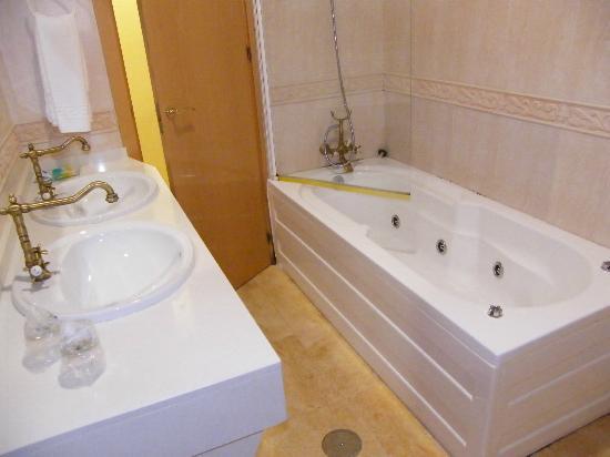 Complejo Turistico Rural Nazaret: WC com banheira de hidromassagem