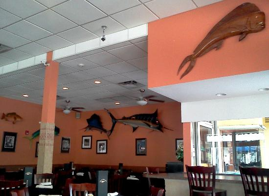 Rinelli's Yellow Tail: Inside view of the restaurant