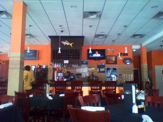 Rinelli's Yellow Tail: Inside view of the bar & the restaurant