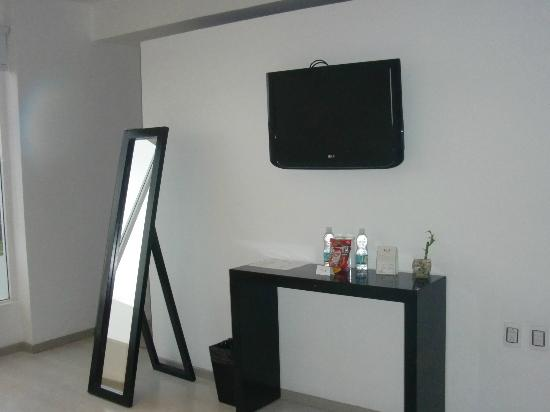 In Fashion Hotel Boutique: TV